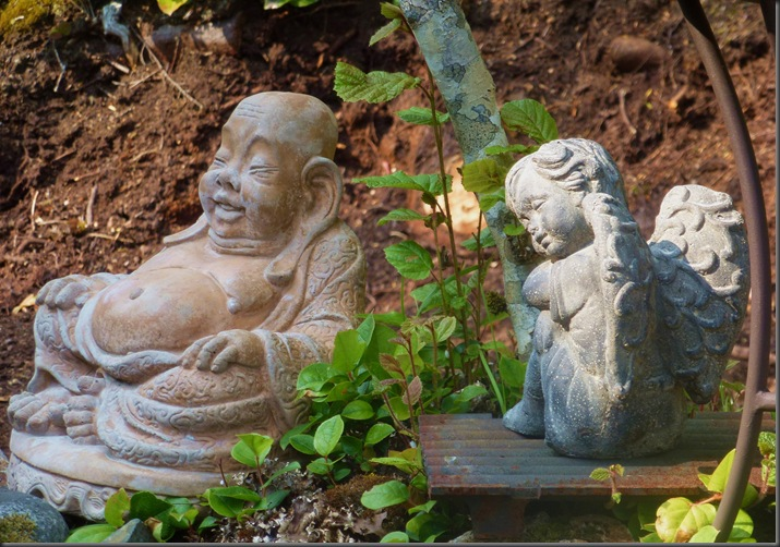 An angel sitting with the Buddha2